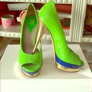 🍏green Versace peep toe pumps